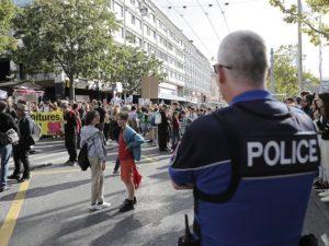 La police fédérale perquisitionne, emmène, interroge et intimide des militants de la Grève du Climat pour une lettre ouverte.